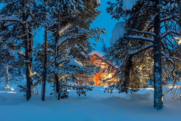 Romantika? A také starost, zda sníh a mráz s větrem nezpůsobí škody na domě.