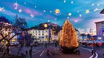 Vánoční výzdoba náměstí v Lublani.