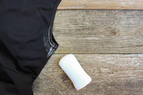 Stop od deodorantu se zbavíte pomocí silonky