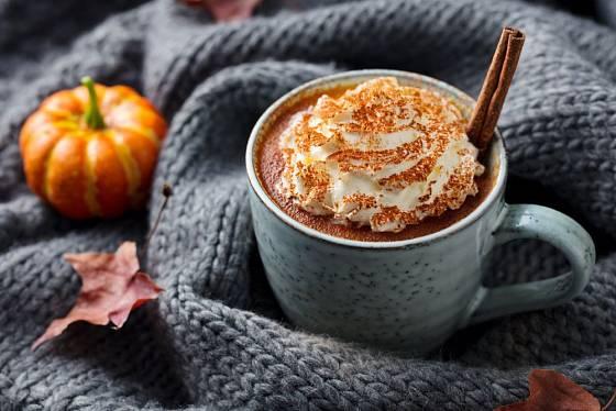 Dýňové latté se skořicí přispěje k domácí pohodě