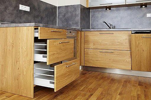 ve většině moderních kuchyní se jako uložný prostor používají šuplíky