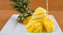 Snadno naporcovaný ananas