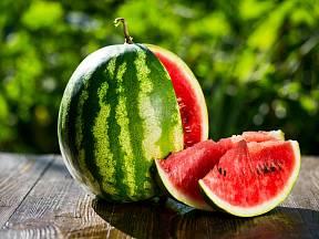 Vodní meloun je lahodný.