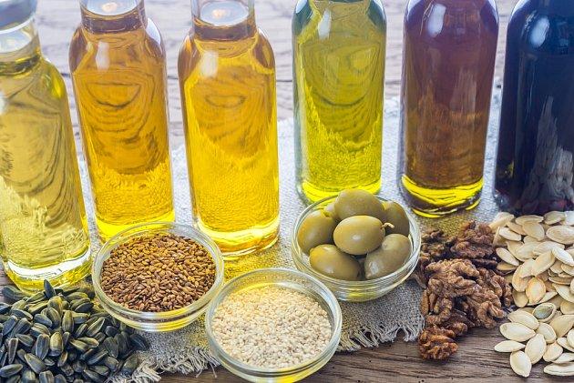 Rostlinné oleje mají různé zbarvení.