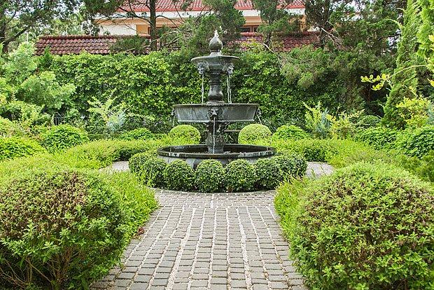 Ve formální zahradě je zásadní symetrie