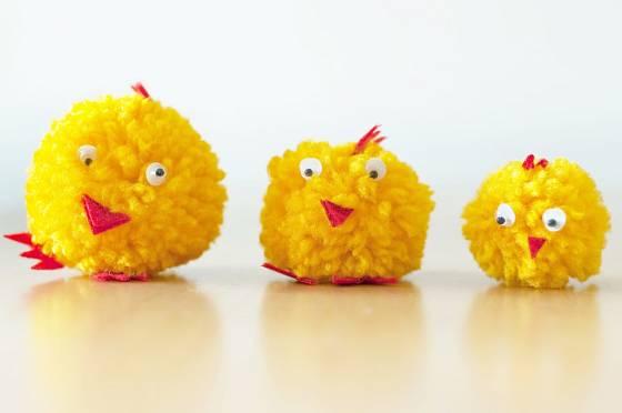 Z vlny snadno vyrobíme velikonoční kuřátka.