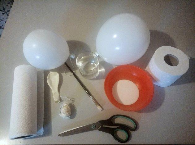 Vyrobit velkou vaječnou skořápku z papíru je jednoduché a zvládnou to i děti.