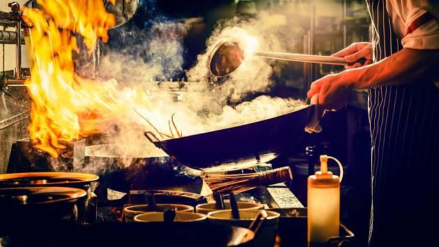 Pánev wok je univerzální kuchyňský kousek.
