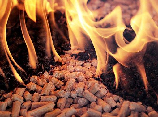 hořící pelety