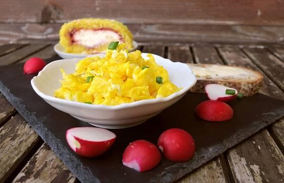 Míchaná vajíčka můžete připravit ve vodní lázni.