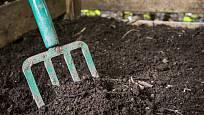 Zralý kompost je kyprý a voňavý