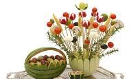 Atraktivně upravená zelenina zpestří slavnostní tabuli.
