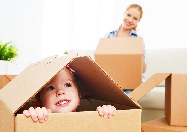S papírovými krabicemi si vyhrají i ty nejmenší děti.