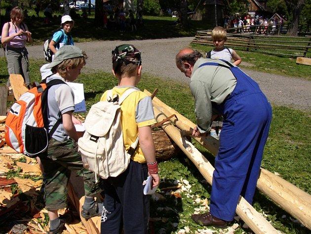 dlabání dřevěného okapu