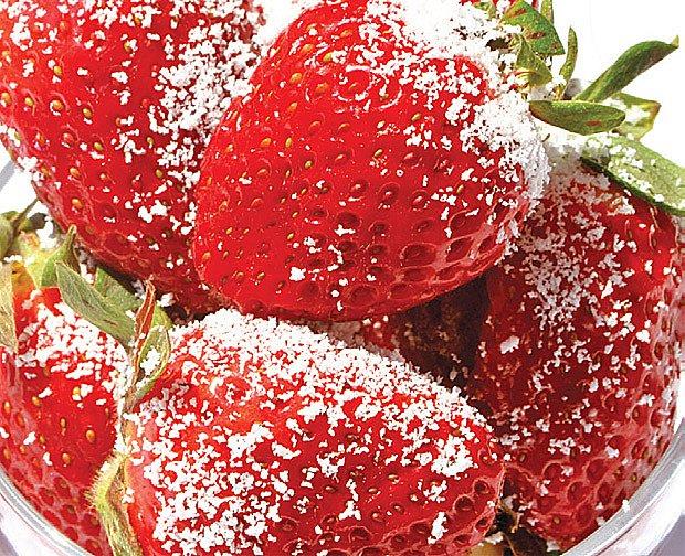 jahody sypané cukrem