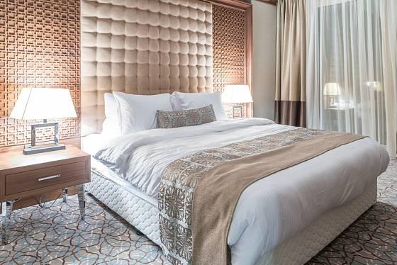 Kontinentální postel potkáte často v hotelovém pokoji
