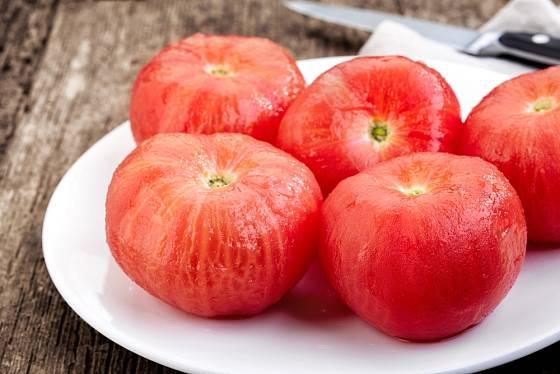 Mikrovlnka zbaví rajčata slupky