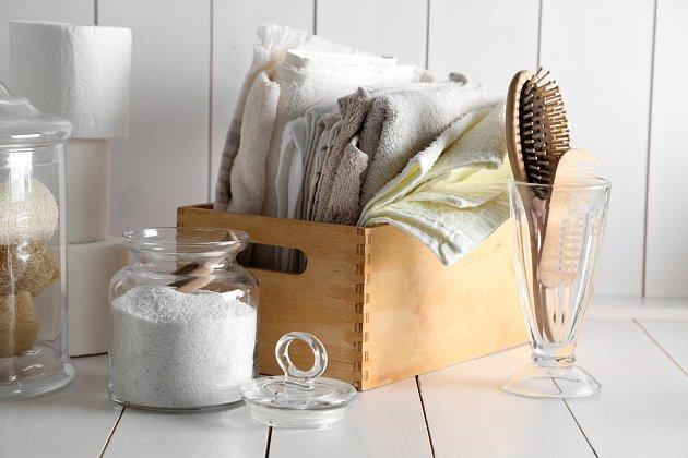 V koupelně jako organizéry se budou bedýnky ze dřeva také dobře vyjímat.