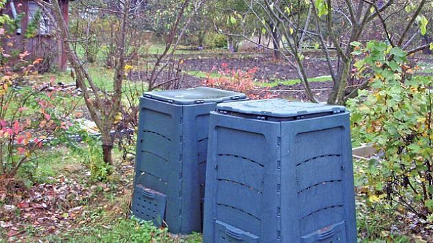 Plastový kompostér.