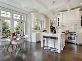 Nejen v malých kuchyních se skvěle uplatní světlé barvy.