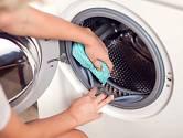 V záhybech gumového těsnění se usazuje množství nečistot.