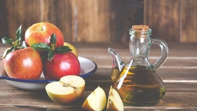 Už za dob Hippokrata byli pacienti léčeni jablečným octem, tak proč tuto lahodnou tekutinu nevyužít i nyní.