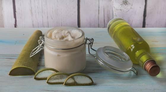 Dužina z listů aloe je vynikající ingrediencí domácí přírodní kosmetiky