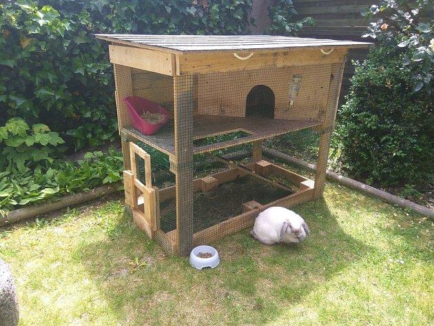 Komfortní dvoupatrový příbytek, letní domek pro králíčky