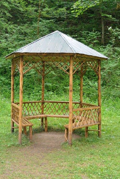 Jednoduchý design bambusového altánu