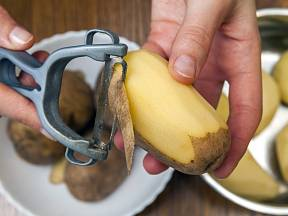 Škrabka na brambory má mnoho podob.