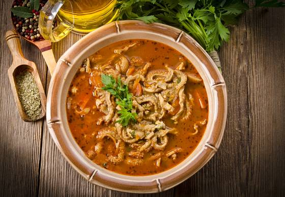 Polévka z hovězích drštěk je oblíbená, hlíva však může dršťky nahradit.