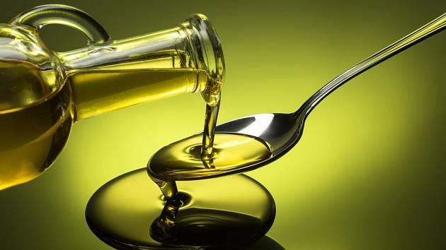 Lžička olivového oleje na lačno našemu tělu velmi prospěje.