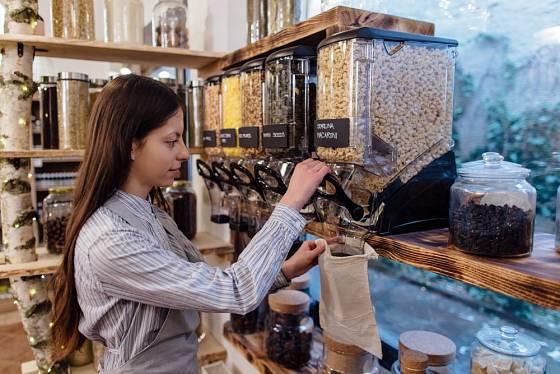 Bezobalové obchody se postupně prosazují
