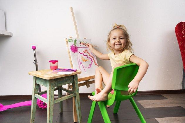 Dětem, které rády malují, udělejte vlastní mini ateliér.