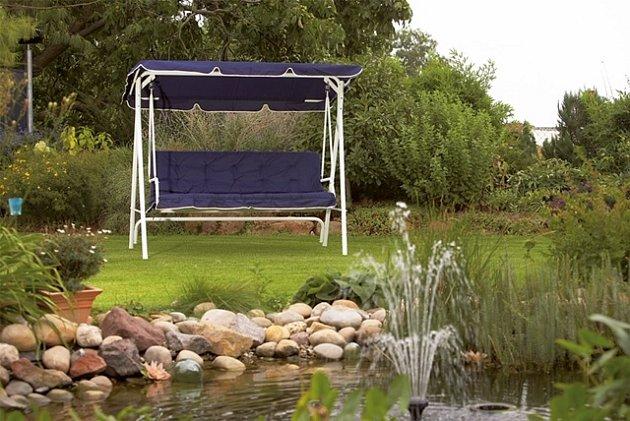 Nedílnou součástí zahradního nábytku jsou textilní doplňky.