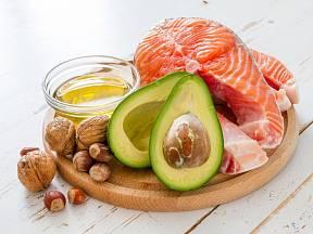 Hladinu cholesterolu pomůže upravit vhodná skladba jídelníčku.