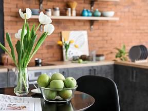 Jak spolu souvisí mísa ovoce a řezané květiny?