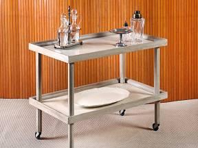 velkou výhodou servírovacích stolků je jejich mobilita.