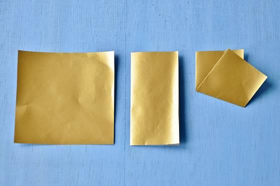 Základem papírové hvězdičky je čtverec