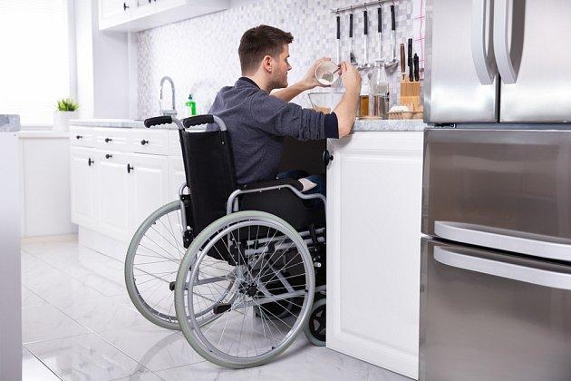 V kuchyni, kterou bude používat handicapovaná osoba, je více než jinde nezbytné přesně naplánovat umístění jednotlivých zón