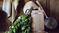 Metličky z březového listí se používají i při očistném saunování