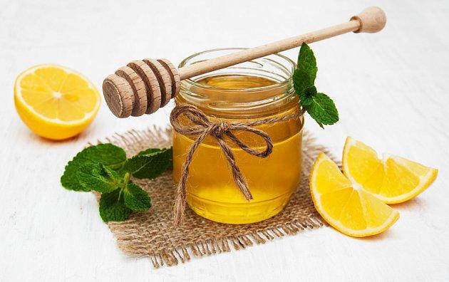 Citron a med - klasika pro chřipkové období.