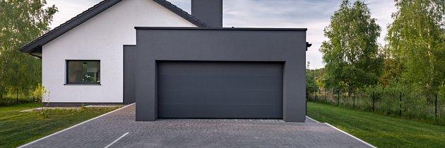 Zateplená garáž u domu by měla mít i zateplená vrata.