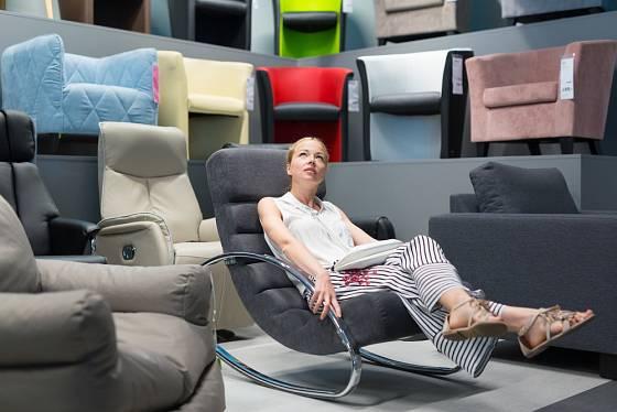 Vybraný nábytek si osobně vyzkoušejte.