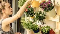 Květiny umístěte nad sebe