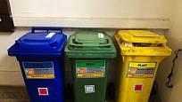 Barva kontejnerů určuje druh vhozeného odpadu