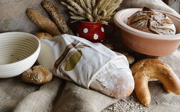 Plátěný vak umožní chlebu dýchat, ale zpomalí jeho stárnutí. Foto: (C) www.oriondomacipotreby.cz