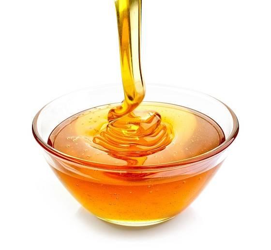 Med se při přelévání skládá do vln