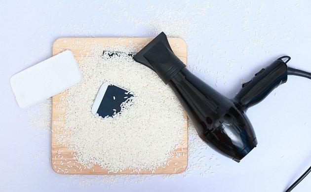 Jedním z prostředků, které pomohou mobil vysušit, je rýže.