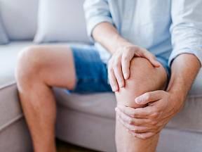 Nemoci kloubů bývají velmi bolestivé.